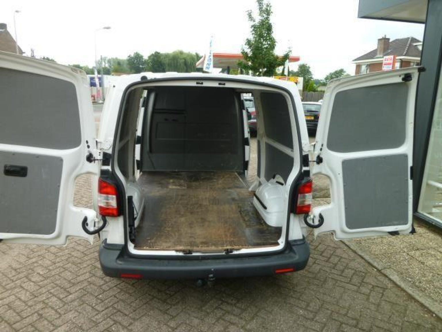 Volkswagen-Transporter-27